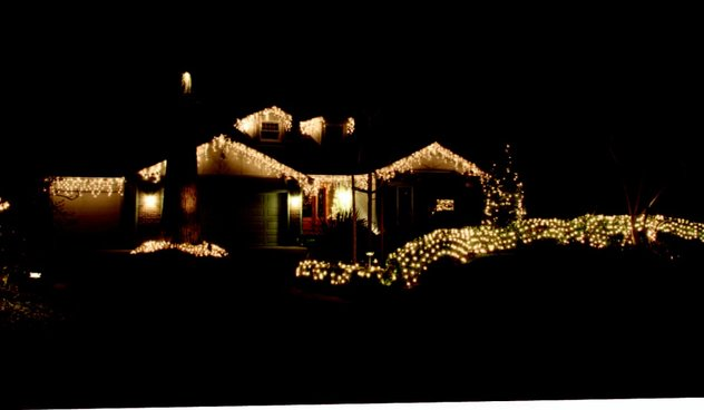 6 Safety Tips for Installing Christmas Lights